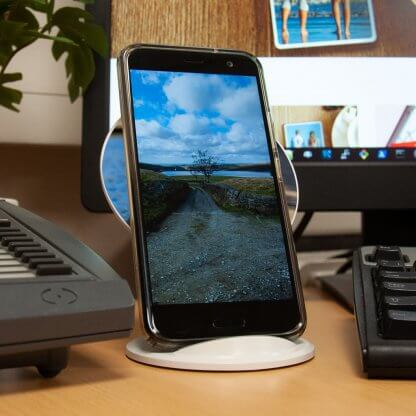 Desk-o wireless charger charging